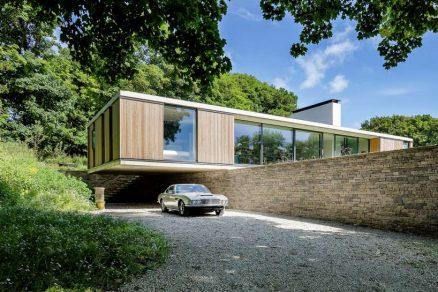 Nenápadný bungalov zapadl do krajiny
