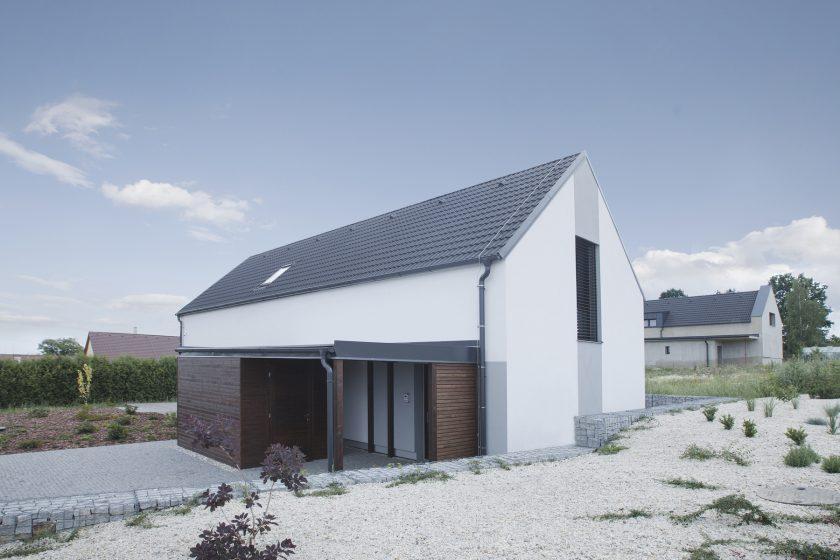 Realizaci nové střechy se nevyplatí podcenit – základem jsou kvalitní tašky