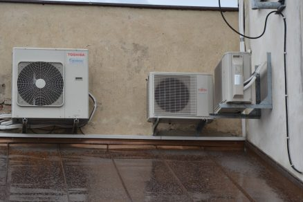 Česká republika se v létě mění na tropy. Jak udržet horko za oknem?