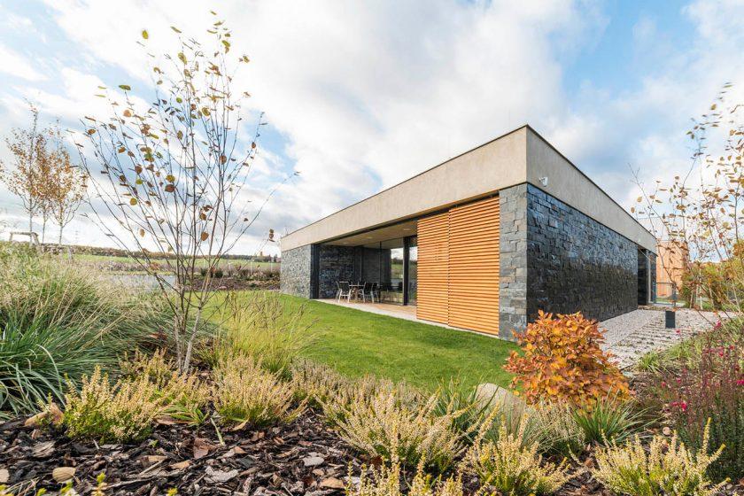 Trošku jiný bungalov – s přírodou přímo v obýváku