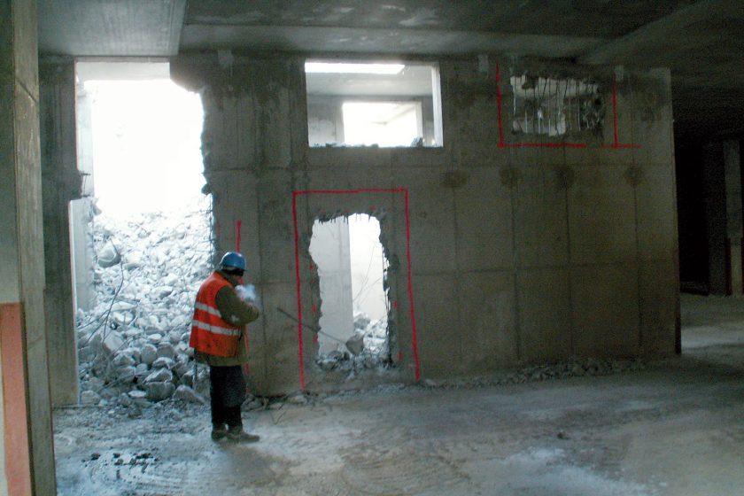 Bezpečné provádění otvorů vpanelových domech