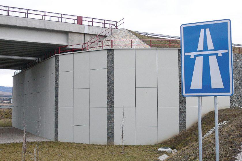 Založení mostních opěr pomocí technologie vyztužené zeminy