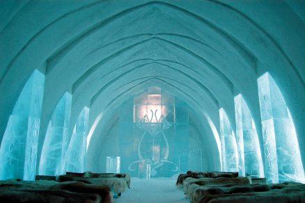 Neroztaje ani v létě: Proslulý ledový hotel ve Švédsku