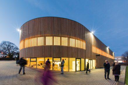Dřevěná velryba: Špičková architektura ve vesnici za málo peněz