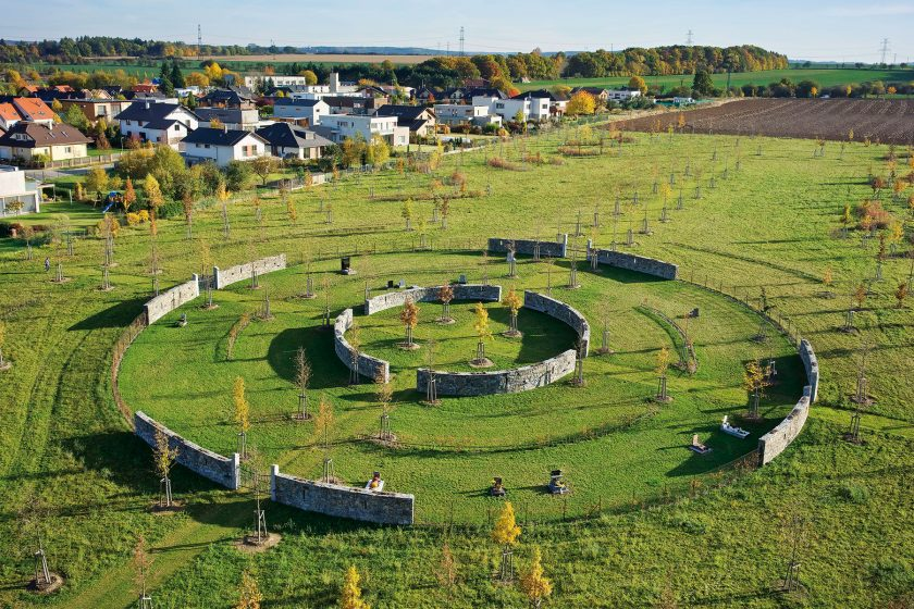 Keltský kruh: Hřbitov v krajinářském parku