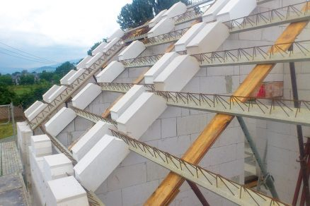 Šikmá střecha z pórobetonových masivních prvků