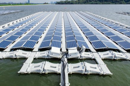 Zkušební projekt největší plovoucí fotovoltaické elektrárny