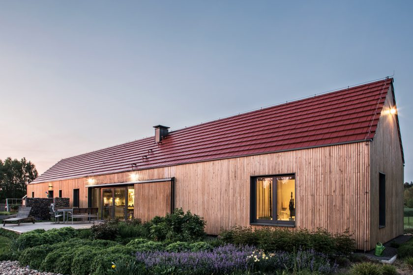 Dům vyzařuje harmonii s okolní přírodou