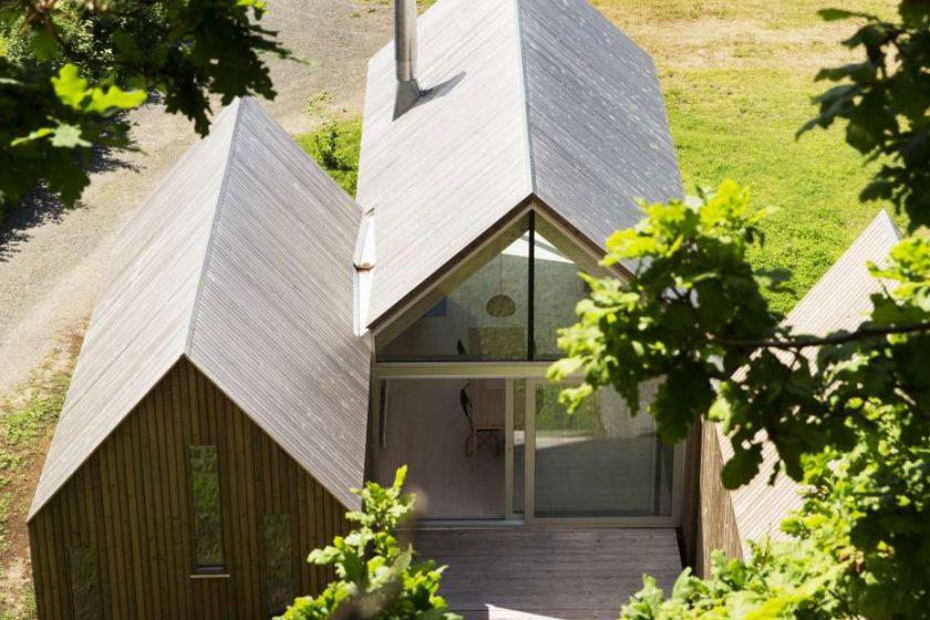 Dřevěné domky na norském pobřeží