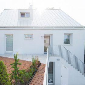 Rekonstrukce domu: Bílý i barevný okál