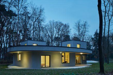 Dům uprostřed lesa: Výjimečný, nebo obyčejný?