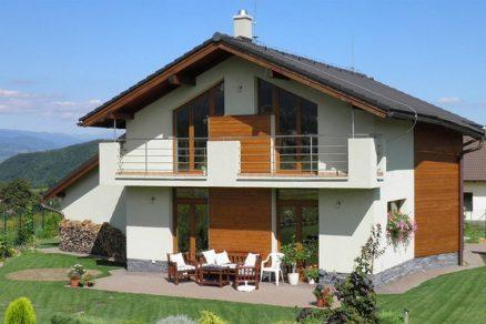Topení ze stropu i podlahy nabídlo nízké náklady a vysoký tepelný komfort