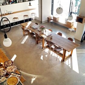 Kavárna Ema - jednoduchost rozzářená sluncem