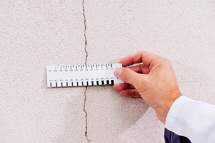 Oprava fasádní omítky s trhlinami většími než 0,5 mm