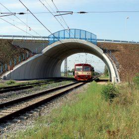 Mimoúrovňová křížení na železnicích – příklady bezpečné a rychlé realizace