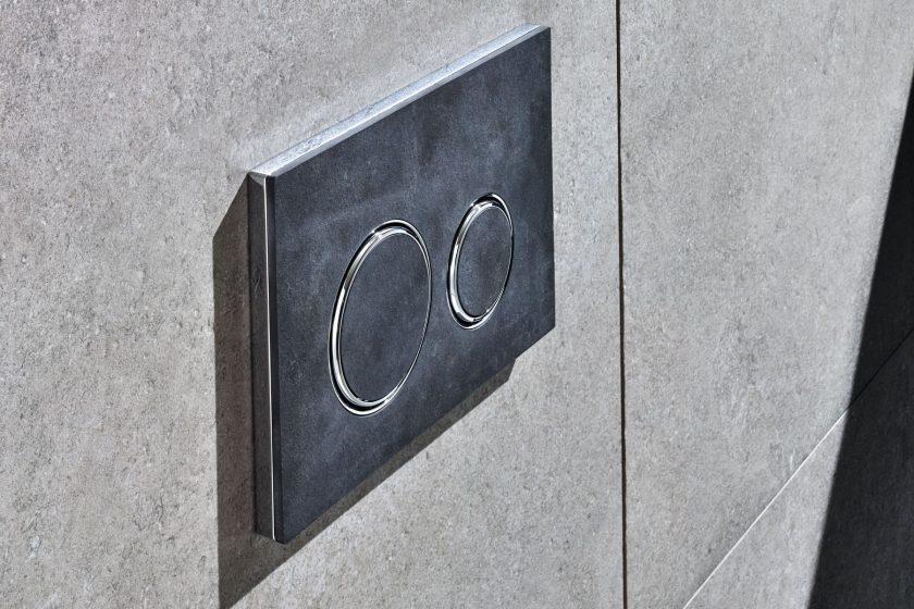 Nové ovládací tlačítko splachování Geberit Sigma21 ze skla nebo břidlice