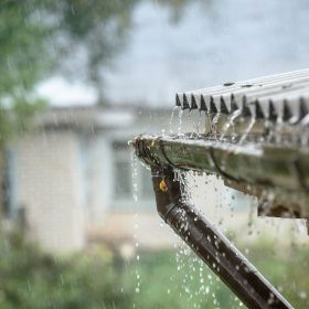 Optimální využití dešťové vody aneb jak ušetřit na vodném a stočném