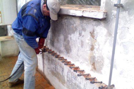 Vlhkost na stěnách je estetický, funkční i zdravotní problém. Zbavte se jí jednou provždy!