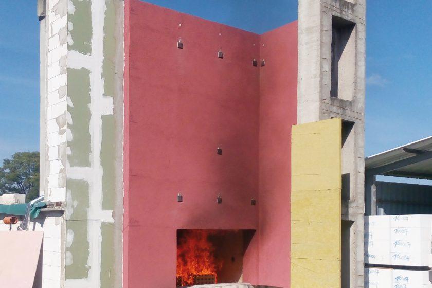 Průběh požární prezentace kontaktního zateplovacího systému