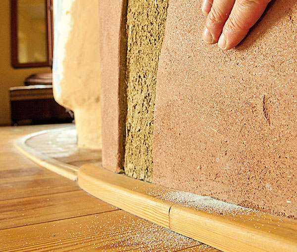 Jak zabránit sypání hliněné omítky