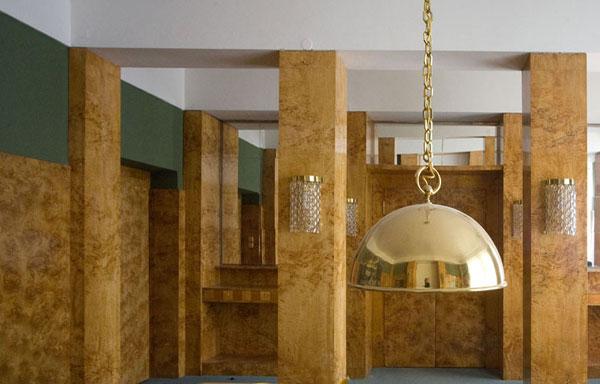 Najděte si čas na prohlídku Loosových interiérů v Plzni
