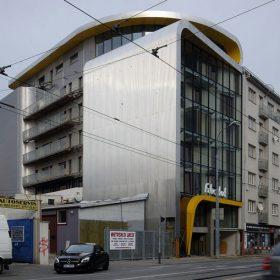 Nízkoenergetická budova oblých tvarů v centru Brna