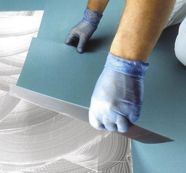 Nové lepidlo na vinylové dílce, PVC a pryžové podlahoviny – Ultrabond Eco V4 SP Fiber