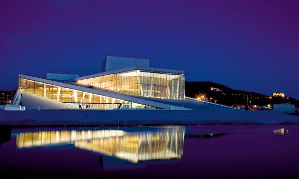 Opera vyrůstající z fjordu