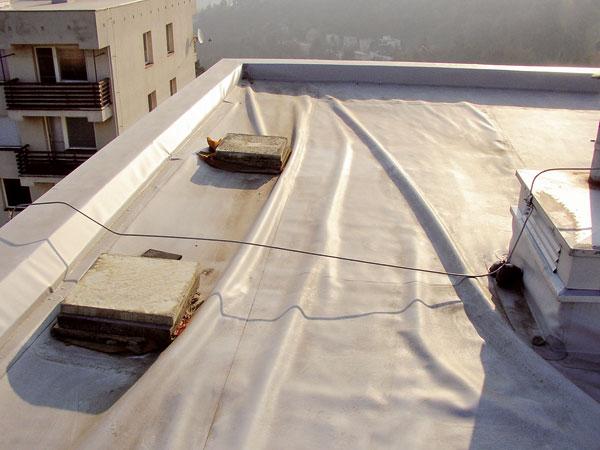 Oprava dvouplášťové ploché střechy před apo orkánu Kyrill