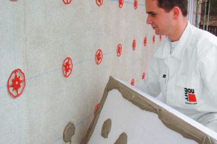 Osazení fasádní izolace pomocí lepicích kotev