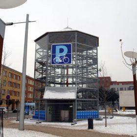 Parkovací dům pro kola v Hradci Králové