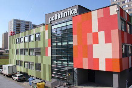 Polikliniku Opatovská oživila pestrá mozaika barev