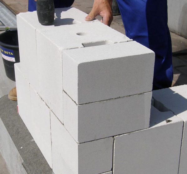 Při zdění s vápenopískovými prvky SENDWIX ušetříte už při stavbě