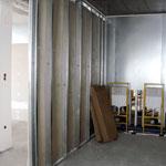 Příčky, dělicí stěny i bezpečnostní konstrukce ze sádrokartonu