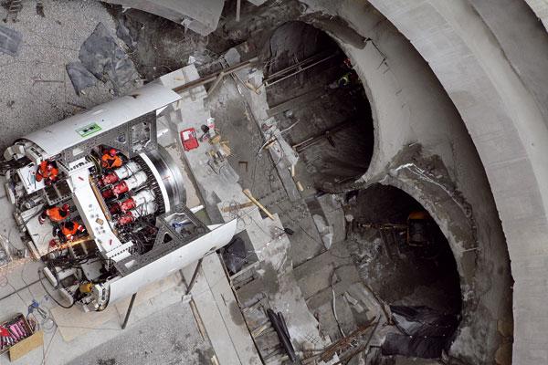 Ražba jednokolejných tunelů metra V. A