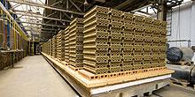 Rekonstrukcí pecních vozů klesla energetická náročnost výroby cihel cca o 5 %