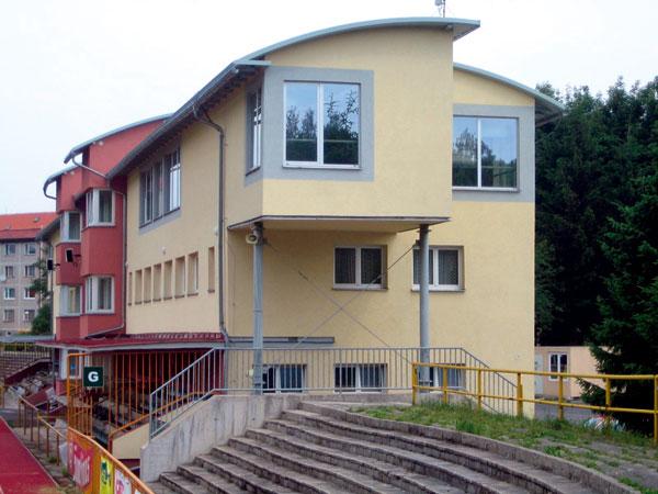 Renovace plochých střech obloukovým samonosným systémem