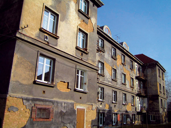 Sanace vlhkého zdiva azateplení bytového domu vPlzni