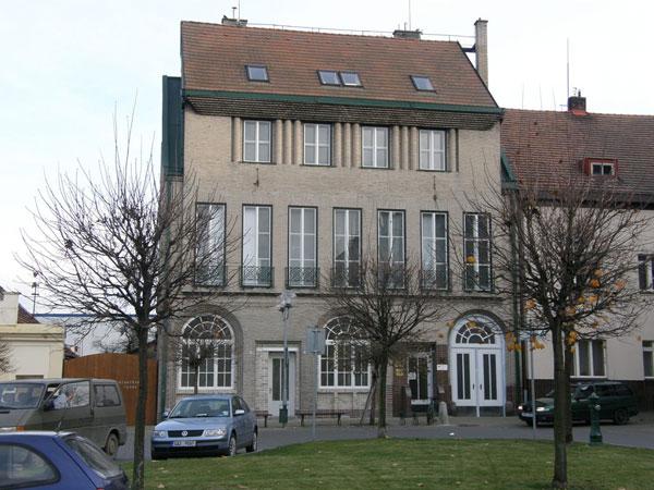 Slavná Zemánkova vila v Holicích se dočkala původní podoby