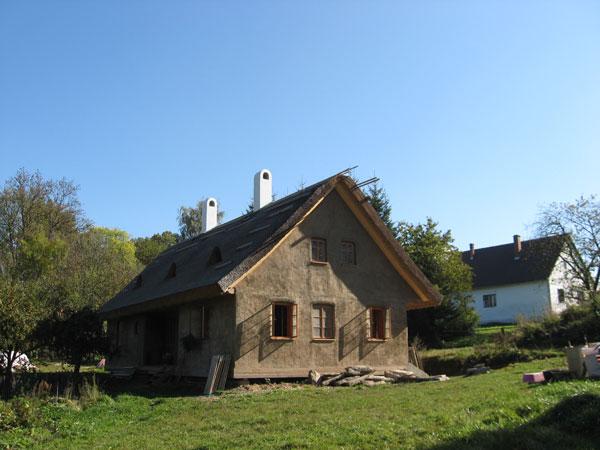 Splněný sen: nízkoenergetický dům ze slámy za 2 mil. korun