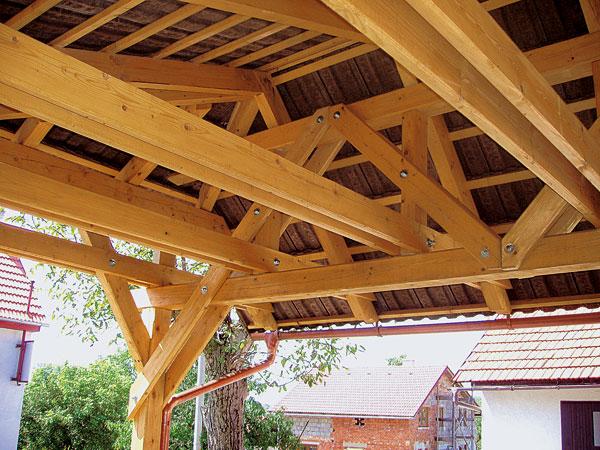 Spojovací prvky dřevěných konstrukcí