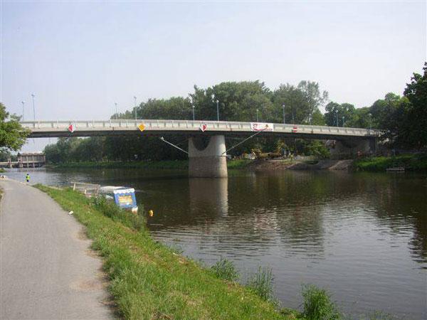 SSŽ dokončila nový silniční most přes Labe v Poděbradech