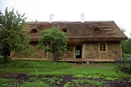 Stavba domu zpřírodních materiálů