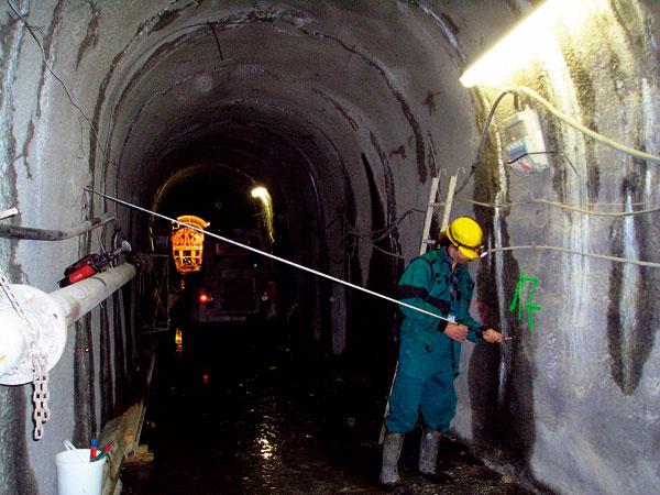 Stavba kabelového tunelu Vltava vPraze