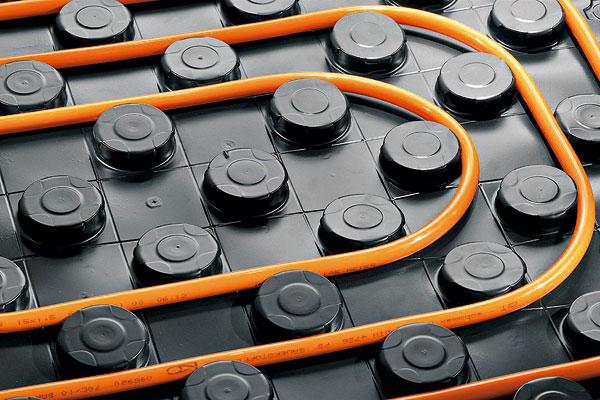Systém podlahového teplovodního vytápění apodmínky jeho instalace