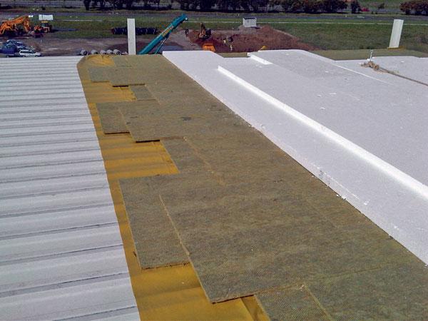 Tepelná izolace plochých střech ztuhých desek zminerální vlny