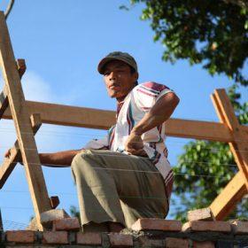 Tři měsíce stavby na Sumatře
