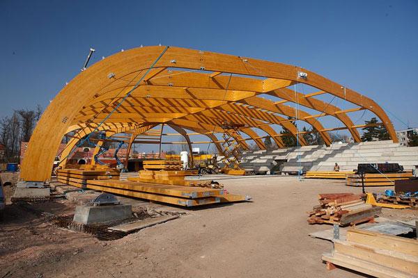 Unikátní konstrukce jičínského zimního stadionu z lepeného lamelového dřeva