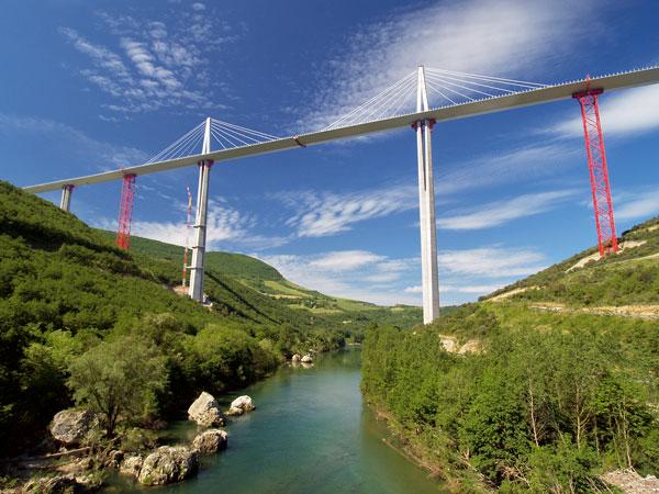 Viadukt Millau – výzva mostnímu stavitelství