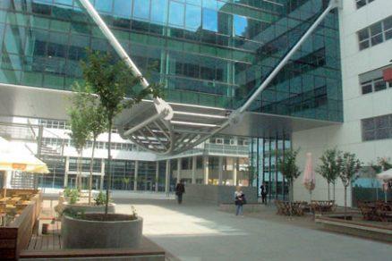 Visutá konstrukce příčného traktu areálu Anděl Park Smíchov